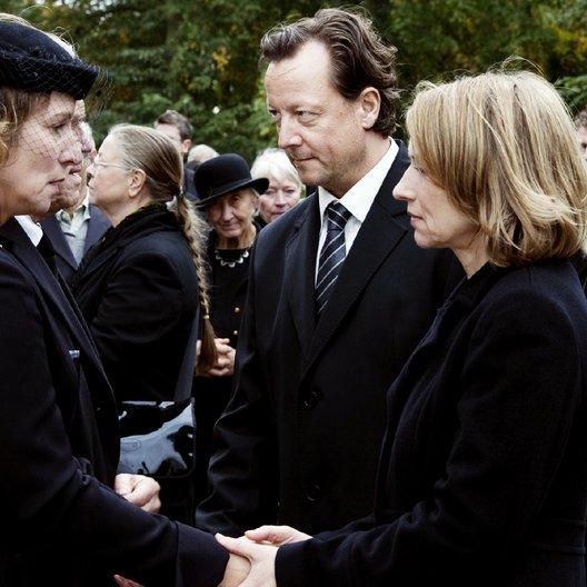 Tod einer Schülerin (ZDF) / Matthias Brandt / Kirsten Block / Corinna Harfouch