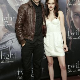 "Pattinson, Robert / Stewart, Kristen / Fan-Event von ""Twilight - Biss zum Morgengrauen"" in München Poster"