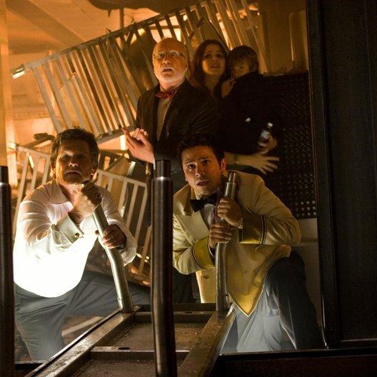 Poseidon / Kurt Russell / Richard Dreyfuss / Freddy Rodriguez