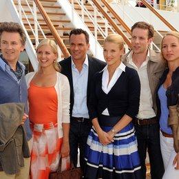 Kreuzfahrt ins Glück: Hochzeitsreise nach Las Vegas (ZDF / ORF) / Eva-Maria Grein / Marcus Grüsser / Lara Joy Körner / Timothy Peach / Jessica Boehrs / Alexander Sternberg