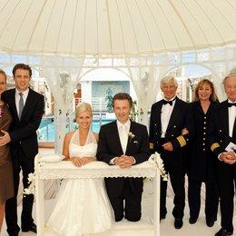 Kreuzfahrt ins Glück: Hochzeitsreise nach Las Vegas (ZDF / ORF) / Lara Joy Körner / Timothy Peach / Jessica Boehrs / Alexander Sternberg / Siegfried Rauch / Heide Keller / Horst Naumann