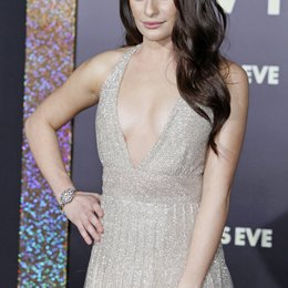 "Lea Michele / Filmpremiere ""New Year's Eve"" Poster"