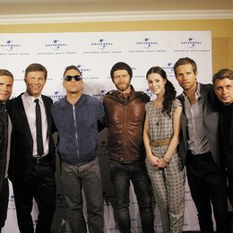 Frank Briegmann (2. v.l.), hier mit den Preisträgern Lena und Take That mit (v.l.n.r.) Gary Barlow, Robbie Williams, Jason Orange, Howard Donald und Mark Owen Poster