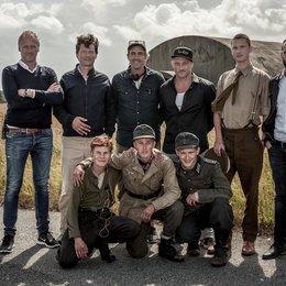 Mikael Chr. Rieks (Nordisk Film Production), Malte Grunert, Martin Zandvliet, Roland Møller, Mikkel Boe Følsgaard, Matthias Remmele (hintere Reihe v.l.n.r.), Leon Seidel, Louis Hofmann und Joel Basman (vordere Reihe, v.l.n.r.). Poster