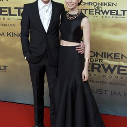 "Bower, Jamie Campbell / Collins, Lily / Premiere ""Chroniken der Unterwelt - City of Bones"", Berlin Poster"