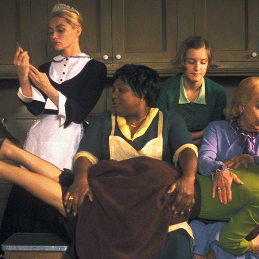 8 Frauen / Emmanuelle Beart / Firmine Richard / Ludivne Sagnier / Danielle Darrieux / Isabelle Huppert Poster
