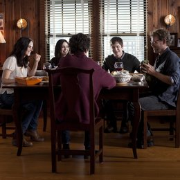 Stuck in Love / Jennifer Connelly / Lily Collins / Logan Lerman / Greg Kinnear