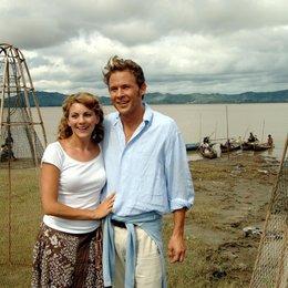 Kreuzfahrt ins Glück: Hochzeitsreise nach Burma (ZDF / ORF) / Luise Bähr / Oliver Clemens Poster