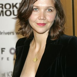 "Maggie Gyllenhaal / Premiere von ""Brokeback Mountain""at Mann's Village Theater, Westwood Poster"