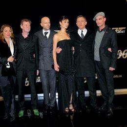 """Deutschlandpremiere von """"James Bond 007: Ein Quantum Trost"""" in Berlin / Barbara Broccoli, Jesper Christensen, Marc Forster, Olga Kurylenko, Daniel Craig und Anatole Taubman Poster"""