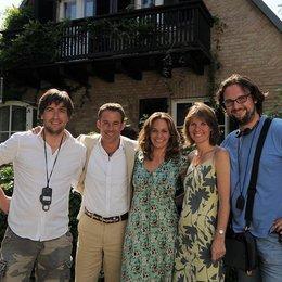 """Michael Schreitel, Marco Girnth, Sonsee Neu, Doris Zander, Regisseur Holger Haase am Set von """"Jetzt oder nie""""^ Poster"""