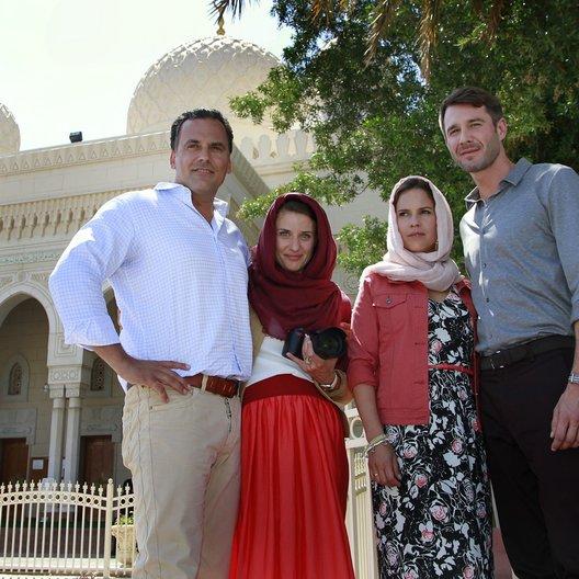 Kreuzfahrt ins Glück: Hochzeitsreise nach Dubai (ZDF / ORF) / Birthe Wolter / Marcus Grüsser / Jochen Schropp / Marie Rönnebeck