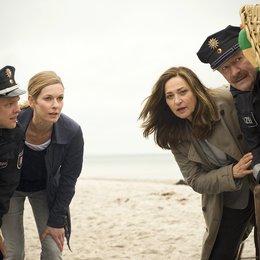 Duo: Der tote Mann und das Meer, Das (ZDF) / Lisa Martinek / Charlotte Schwab / Matthias Koeberlin / Gerhard Garbers Poster