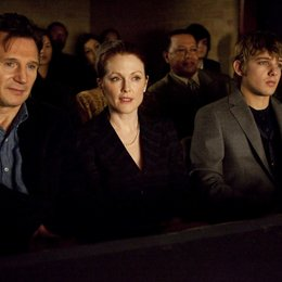 Chloe / Liam Neeson / Julianne Moore / Max Thieriot Poster
