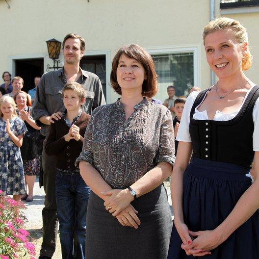 Fremde und das Dorf, Die (ORF / ZDF) / Max von Thun / Franziska Weisz / Franziska Walser / Enzo Gaier Poster