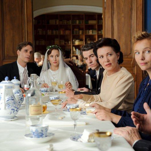 weites Herz - Schicksalsjahre einer deutschen Familie, Ein (ZDF) / Iris Berben / Alexander Khuon / Nadja Uhl / Max von Thun / Peri Baumeister Poster
