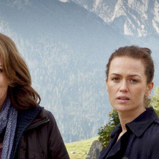 Kronzeugin - Mord in den Bergen, Die (ZDF) / Iris Berben / Melika Foroutan / Peter Weiß / Alexander Held
