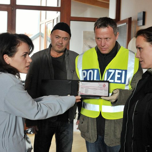 starkes Team: Tödliches Schweigen, Ein (ZDF) / Maja Maranow / Florian Martens / Melika Foroutan