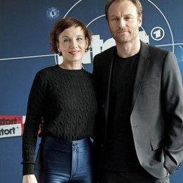 """Meret Becker und Mark Waschke bei ihrer Präsentation als """"Tatort""""-Gespann des RBB Poster"""