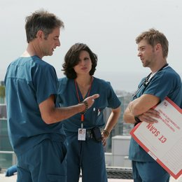 Miami Medical / Lana Parrilla / Jeremy Northam / Mike Vogel Poster