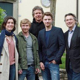 Meike Götz, Benjamin Kramme, Thomas Bohn, Friedrich Mücke und Produzent Michael Smeaton (v.l.) Poster