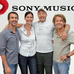 Mario Barth verlängert Kooperation mit Sony-Music-Division Spassgesellschaft! / Sven Schäferkord, Marcella Sieder, Mario Barth und Joe Hugger