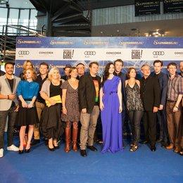 Markus Zimmer (l.i.B.) konnte die Castmitgliedern und Kollegen Felix Fuchssteiner (5.v.l.), Hans W. Geißendörfer (9.v.l.), Katharina Schöde (7.v.r.), Robert Marciniak (5.v.r.), Philipp Budweg (3.v.r.), Thomas Blieninger (r.i.B.) begrüßen Poster