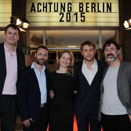 Sebastian Brose (links im Bild) und Hajo Schäfer (rechts im Bild) konnten neben Christian Moris Müller (2.v.l.) auch Theresa Scholze und Max Riemelt (2.v.r.) begrüßen Poster