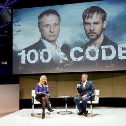 """Michael Nyqvist präsentiert neue Sky-Serie """"100 Code"""" in München / Sky-Moderatorin Jessica Kastrop und Michael Nyqvist Poster"""