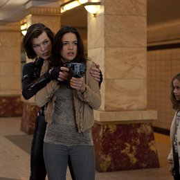 Resident Evil: Retribution / Milla Jovovich / Michelle Rodriguez Poster