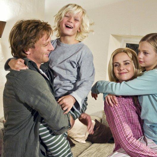 geerbte Familie, Die (ARD) / Denise Zich / Hendrik Duryn / Hanna Höppner / Nico Liersch Poster