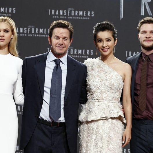 Transformers: Ära des Untergangs / Filmpremiere / Nicola Peltz / Mark Wahlberg / Bingbing Li / Jack Reynor