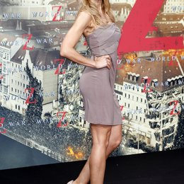 "Nina-Friedericke Gnädig / Filmpremiere ""World War Z"" Poster"