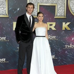 Thor - The Dark Kingdom / Filmpremiere / Chris Hemsworth / Natalie Portman Poster