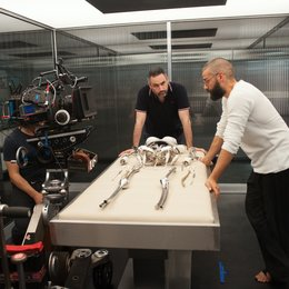 Ex Machina / Set / Oscar Isaac