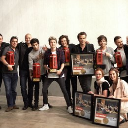 One Direction mit dem Team von Sony Music Poster