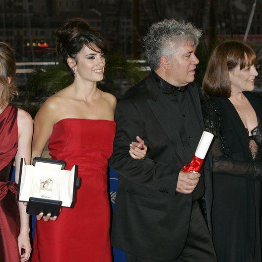 Duenas, Lola / Cruz, Penélope / Almodóvar, Pedro / Maura, Carmen / Cobo, Yohana / 59. Filmfestival Cannes 2006 Poster