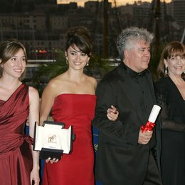 Portillo, Blanca / Duenas, Lola / Cruz, Penélope / Almodóvar, Pedro / Maura, Carmen / Cobo, Yohana / 59. Filmfestival Cannes 2006 Poster
