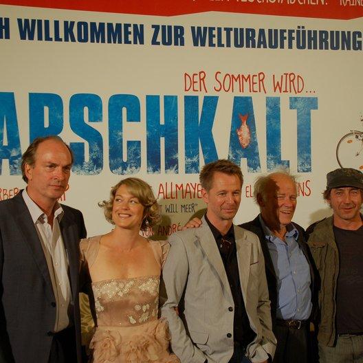 André Erkau umringt von Herbert Knaup und Elke Winkens (l.) sowie Peter Franke und Thorsten Mertens (r.) Poster