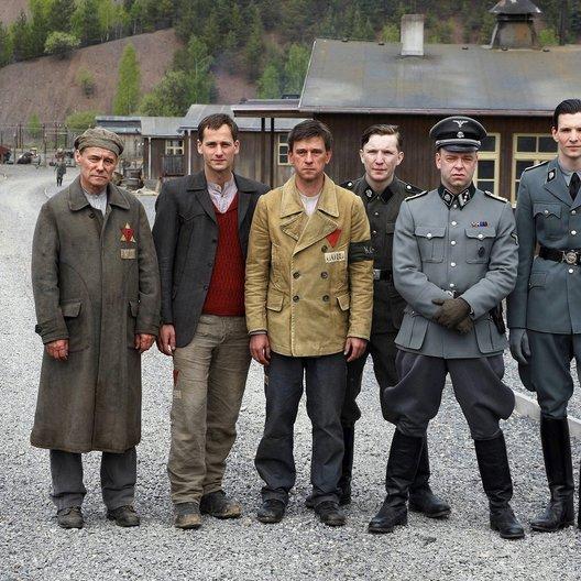 Nackt unter Wölfen / Florian Stetter / Sabin Tambrea / Peter Schneider / Robert Gallinowski / Janusz Cichocki / Leonard Carow Poster