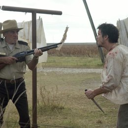 Texas Chainsaw Massacre: The Beginning / R. Lee Ermey / Matthew Bomer Poster