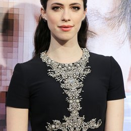 "Rebecca Hall / Filmpremiere ""Transcendence'"" im Regency Village Theater Poster"
