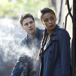 Tomorrow People, The / Robbie Amell / Meta Golding Poster