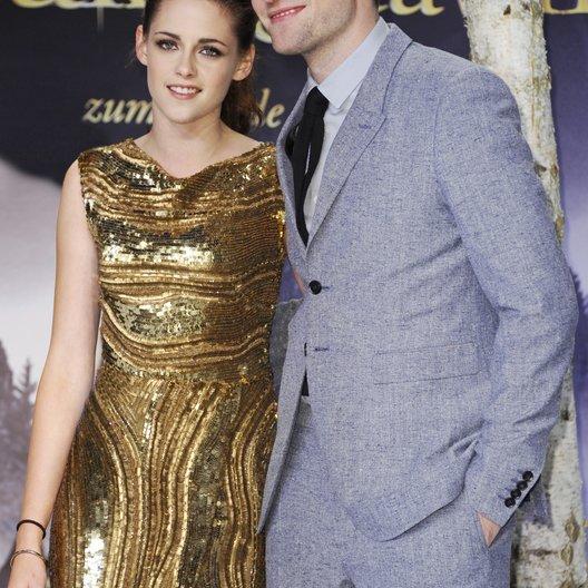"""Kristen Stewart / Robert Pattinson / Filmpremiere """"Breaking Dawn - Biss zum Ende der Nacht, Teil 2"""" in Berlin Poster"""
