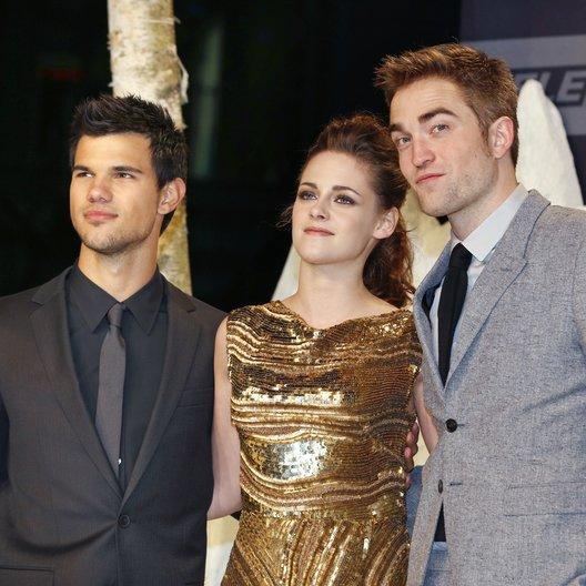 """Taylor Lautner / Kristen Stewart / Robert Pattinson / Filmpremiere """"Breaking Dawn - Biss zum Ende der Nacht, Teil 2"""" in Berlin Poster"""
