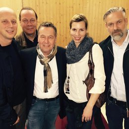 Manfred Rolef (Vice President AOR-Labelgroup GSA), Holger Spille (Leitung Presse-Promotion AOR-Labelgroup), Roland Kaiser, Anne Stegmaier (Director Marketing AOR-Labelgroup) und Giacomo La Tragna (Director Promotion & Media Cooperations) Poster