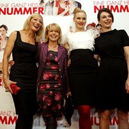 """Gisela Schneeberger / Rosalie Thomass / Bettina Mittendorfer / Monika Gruber / """"Eine ganz heiße Nummer"""" Filmpremiere / Monika Gruber Poster"""