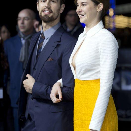 """James, Theo / Woodley, Shailene / Premiere """"Insurgent - Die Bestimmung"""", Berlin Poster"""