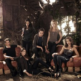 Secret Circle, The / Shelley Hennig / Phoebe Tonkin / Thomas Dekker / Jessica Parker Kennedy / Britt Robertson / Gale Harold Poster
