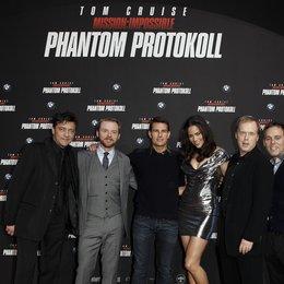 Sven Sturm, Simon Pegg, Tom Cruise, Paula Patton, Brad Bird und Bryan Burk (v.l.) Poster